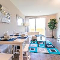 Renovated Bright Two Bedroom Apt By The Beach