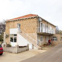 Apartments with a parking space Mocici, Dubrovnik - 12856, hotel near Dubrovnik Airport - DBV, Čilipi