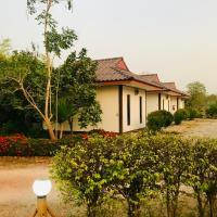 สวนไผ่รีสอร์ท โรงแรมในBan Na