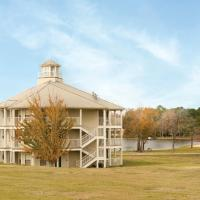 Holiday Inn Club Vacations Piney Shores Resort, an IHG Hotel, hotel in Conroe