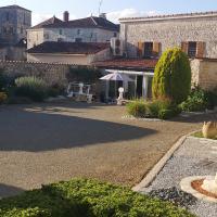 Les Quatre Saisons,Saint-Angeau的飯店