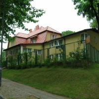 Hotel Pod Platanami, hotel in Trzebnica