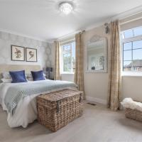 En-suite luxury large bedroom with parking and 2 free tickets to Kew Gardens, Richmond