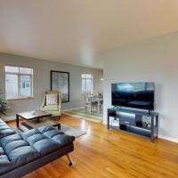 4 bed rooms + more Denver Home Quiet Neighborhood, hotel in Denver