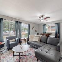 Large 6 Bedroom Chalet/Ski Theme Home