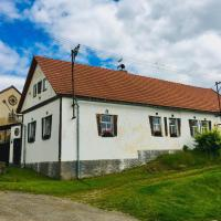 Venkovská chalupa s uzavřeným dvorem, hotel in Přibyslav