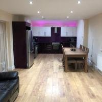 Luxury newbuild guesthouse rusholme, free wifi and parking