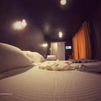 Surf Deck Resort & Restaurant, hotel in Panadura