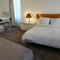Les Chambres JASMINE, hotel in Decize