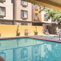La Quinta by Wyndham Fresno Riverpark, hotel in Fresno