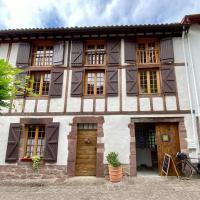 Gite de la Porte Saint Jacques: a hostel for pilgrims, hotel in Saint-Jean-Pied-de-Port