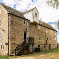 Fletland Mill - 18th century watermill, in stunning location near Stamford