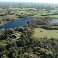 Lakeview House for Large Families, hotel in Adare
