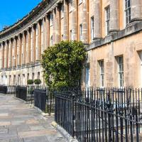 Royal Crescent Luxury Apartment with Victorian Conservatory and Garden