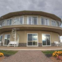 Around the Sea - Cana da's Rotating House, Suites & Tours, hotel in North Rustico
