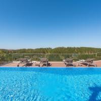 Luxe Villa Parque da Floresta Golf Resort, hotel en Budens