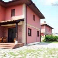 Chalet Tina Mayor: amplio jardín y tranquilidad muy cerca de la playa, hotel a Pesués