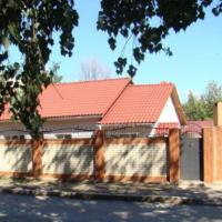 Гостевой дом Искра, отель в городе Белая Калитва