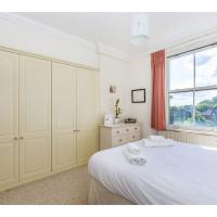 Hammersmith Apartment with Riverside views, W6