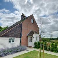 Attractive Holiday Home in Sutton Valence with Fireplace, hotel in Leeds