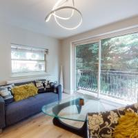 Amazing 2 Bed Flat with balcony and private parking - 1 minute to West Hampstead tube station