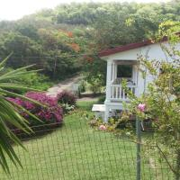 Spacious 3 bedrm Apt near Airport, Beach and Shopping, hotel in Vieux Fort