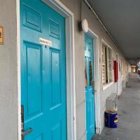Tiki Lodge Modesto - Downtown McHenry - No Deposit, Cash OK