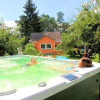 Wohlfühlferienhaus Berlin- Wellness, Pool beheizt, Sauna, Spielplatz, hotel in Glasow