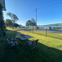 By the Lake - Lake Macquarie, hotel in Teralba