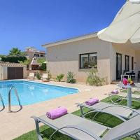 Latchi Villa Sleeps 5 with Pool Air Con and WiFi, hotel in Lachi