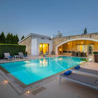 Villa in Giolou Sleeps 6 with Pool Air Con and WiFi