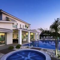 Kissonerga Villa Sleeps 12 with Pool and WiFi, hotel in Kissonerga