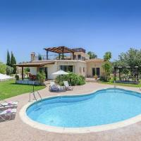 Villa in Latchi Sleeps 6 includes Swimming pool Air Con and WiFi 5, hotel in Lachi