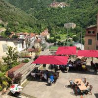 DormiRE, in the heart of the medieval Pigna, hotel in Pigna