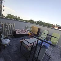 Mansardă cu terasă spațioasă, מלון בMăgurele