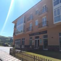 Pension-Albergue Lemos, hotel in Treacastela