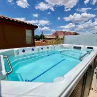 Paradise Village 16 Sleeps 32, Private Theater and 20 Person Hot Tub, Resort Style Pool and Water Park
