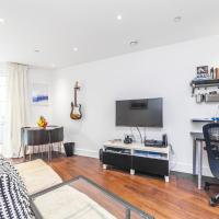 Queensland Modern One Bedroom Apartment with Private Terrace