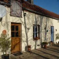 Les Fragnons, Country Cottage for 2 in Cher. Peaceful retreat, quiet, lovely. Lake with beach nearby.