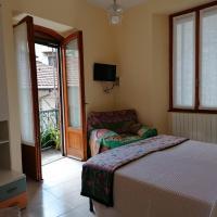 Casa Emma bilocale con balcone, hotel a Verbania