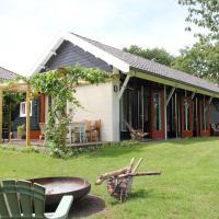 Familiehuis De Betuwe met kunstgras tennisbaan en sauna