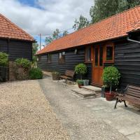 Self catering at Puttocks Farm, hotel in Great Dunmow