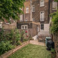 Modern 3 Bed Flat with garden near Camden for up to 6 people