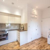 Modern 1 Bed Flat in Arnos Grove near Alexandra Palace for up to 2 people