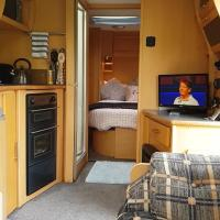 Self Contained Holiday Home Luxury Caravan, hotel in Corsham