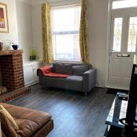Ferndale House-Huku Kwetu Luton -Spacious 3 Bedroom House - Suitable & Affordable Group Accommodation - Business Travellers