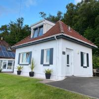 The Wee Cottage by the Ferry, hotel in Gourock
