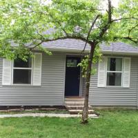 Secluded Woodland Cottage - Prairie Farm Homestead
