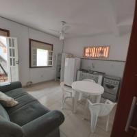 Flat quarto e sala, mobiliado 100 mts PRAIA e VILA, Rua da caixa econômica Federal