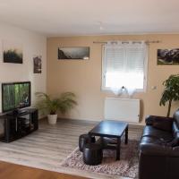 Superbe appartement refait à neuf dans quartier résidentiel、ディーニュ・レ・バンのホテル